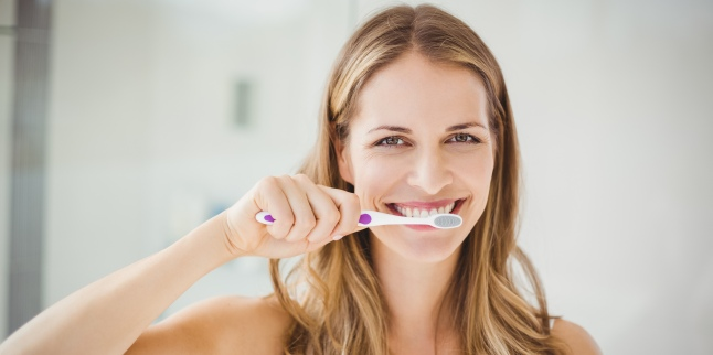 Un periaj dentar profesional te ajuta sa indepartezi eficient placa bacteriana